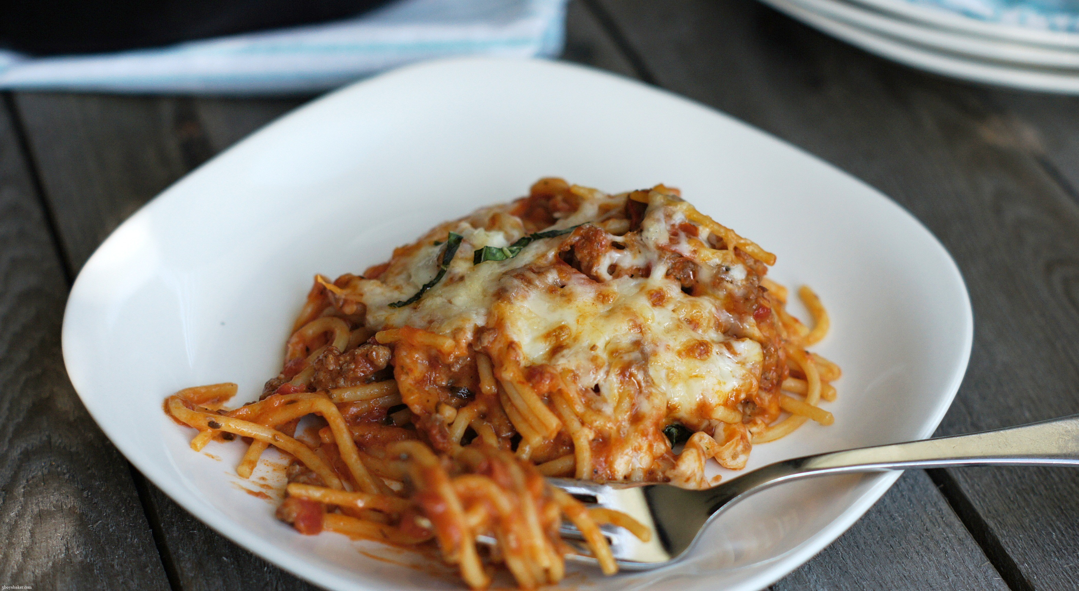 This Skillet Baked Spaghetti Is As Simple As It Sounds It Comes Together Start To Finish In About 25 Minutes The Spaghetti And Meat Sauce Are Topped With