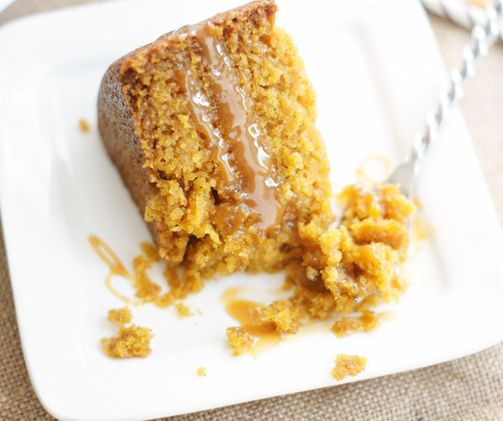 slow cooker pumpkin caramel cake