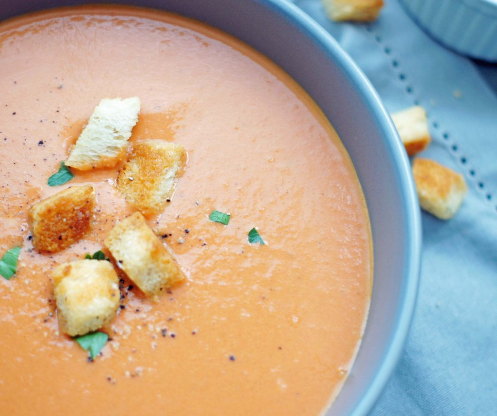 slow-cooker-creamy-tomatoe-soup
